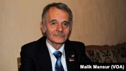 Mustafo Jemilov, Qrim tatarlari yetakchisi.