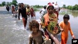 Pakistani flood victims, 12 Aug 2010