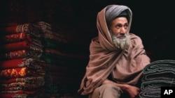 وزارت تجارت افغانستان می گوید که وزارت مالیه آن کشور پول اختصاص داده شدۀ قالین بافان افغانستان را پرداخت نمی کند.
