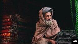 پاکستان کې میشت افغان قالین اوبدونکي چې حکومت ورته سهولتونه هم ورکړي خپل هیواد ته نه راستنیږي