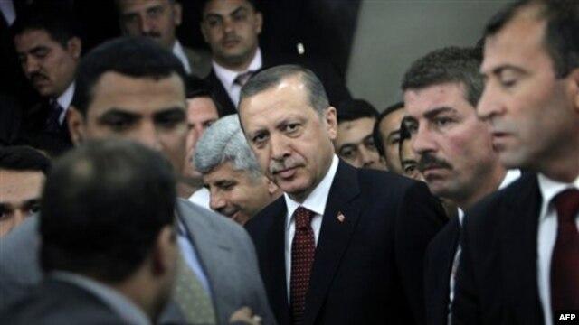Turkiya Bosh vaziri Rajab Toyyib Erdog'an Misrga tashrifi chog'ida, Qohira, 13-sentabr, 2011-yil.
