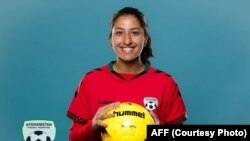 مرجان حیدری یکتن از بازیکنان تیم ملی فوتبال بانوان افغانستان