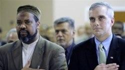 معاون مشاور امنیت ملی کاخ سفید برای اعلام پشتیبانی کاخ سفید از مسلمانان آمریکا به مسجدی در واشنگتن رفت