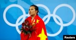 因服用兴奋剂被收回奥运金牌的中国举重选手陈燮霞