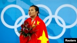 中国女子48公斤级举重冠军陈燮霞