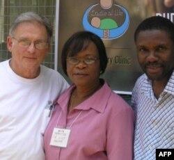 """""""希望的摇篮""""是在加纳防止儿童感染艾滋病毒的工作项目"""