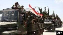 Binh sĩ Syria trên xe quân sự tiến vào các làng gần thị trấn Jisr al-Shughour, nằm về phía bắc Damascus, ngày 10 tháng 6, 2011