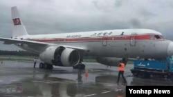 북한 고려항공 소속 JS151편 여객기가 지난 22일 오전 평양을 출발해 중국 베이징으로 가던 중 기내 화재로 인해 랴오닝성 선양 타오셴국제공항에 긴급 착륙해 있다.