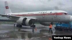 북한 고려항공 소속 JS151편 여객기가 22일 오전 평양을 출발해 중국 베이징으로 가던 중 기내 화재로 인해 랴오닝성 선양 타오셴국제공항에 긴급 착륙해 있다.