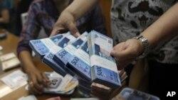 Pusat Pelaporan dan Analisis Transaksi Keuangan (PPATK) meminta pemerintah segera mengeluarkan regulasi pembatasan transaksi tunai. (Foto: Ilustrasi)