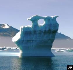 بحر منجمند شمالی میں پگھلتا ہوا گلیشئر