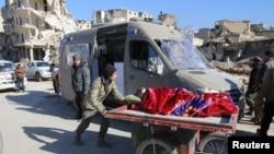 撤离人员车辆进入叙利亚阿勒颇