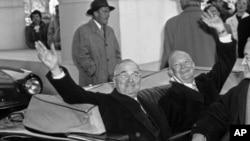 杜鲁门总统(左)和当选总统艾森豪威尔1953年1月2日在总统就职仪式上