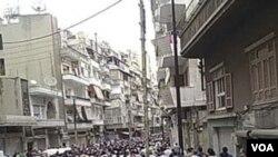 La represión se produjo mientras los manifestantes asistían a un funeral en la ciudad de Homs.