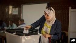 KPU Mesir memperpanjang Pilpres satu hari untuk menambah jumlah pemilih yang memberikan suara (27/5).