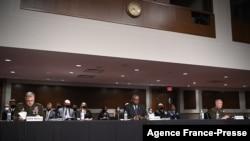 ABD Savunma Bakanı Lloyd Austin (ortada), Genelkurmay Başkanı General Mark Milley (solda) ve ABD Merkez Kuvvetleri (CENTCOM) Komutanı General Kenneth McKenzie (sağda) Senato Silahlı Hizmetler Komisyonu önünde