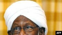 Ông Shaikh Hassan Al-Turabi từng là một đồng minh thân cận của Tổng thống Sudan Omar al-Bashir nhưng quan hệ đó đã bị đổ vỡ năm 1999 và ông đã đứng ra lập đảng riêng