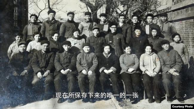 拍摄于1962年的中共南京市委统战部全家福。