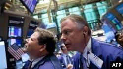 Sàn giao dịch chứng khoán New York, ngày 8/8/2011. Các thị trường chứng khoán tại Hoa Kỳ giảm giá hơn 2% vào giờ mở cửa hôm nay