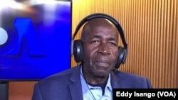 Pierre-Claver Mbonimpa, défenseur des droits de l'homme de premier rang au Burundi aux studios de VOA Afrique, Washington, 24 octobre 2017. (VOA/Eddy Isango)