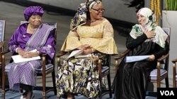 De izquierda a derecha, Ellen Johnson Sirleaf, Leymah Gbowee y Tawakkul Karman.