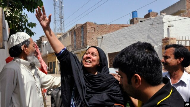 A woman reacts to the killing of Rashid Rehman, a Pakistani lawyer who was shot by unidentified gunmen in Multan, May 8, 2014.