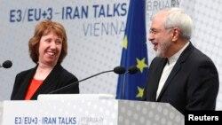 캐서린 애슈턴 유럽연합 외교안보 고위대표(왼쪽)와 무함마드 자바드 자리프 이란 외무장관이 20일 오스트리아 빈에서 공동기자회견을 갖고 이란 핵 협상 성과를 설명하고 있다.