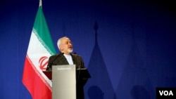 Perdana Menteri Iran Mohammad Javad Zarif dalam konferensi pers di Lausanne, Swiss, 2 April 2015.