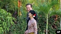 13일 버마를 방문해 민주화 지도자 아웅산 수치 여사를 만난 데이비드 캐머런 영국 총리.