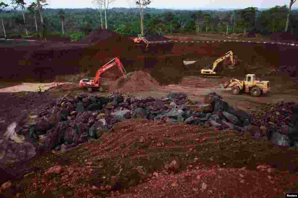 China National Geological and Mining Corporation boosted Ivory Coast's hope for increased manganese production after major investment in the Lauzoua mine in 2013.