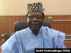 Docteur Nouradine Delwa Kassiré Koumankoï, présidium du Forum national inclusif à N'Djamena, Tchad, le 25 mars 2018. (VOA/André Kodmadjingar)