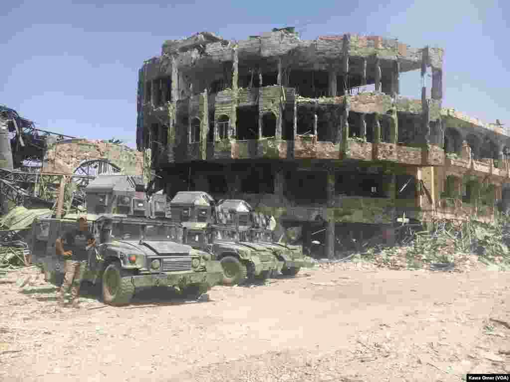Musul'da çatışmalar sonrası yıkılmış bina