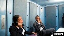 El presidente Barack Obama y la asesora de seguridad nacional, Susan Rice, reciben información de Washington sobre los ataques en Bruselas de este martes. Marzo 22, 2016.