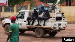Pasukan penjaga perdamaian PBB melakukan patroli di Bangui, Republik Afrika Tengah (foto: ilustrasi).