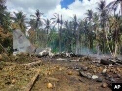 Eneo ambapo ndege ya kijeshi ilipoanguka, katika mji wa Jolo, Ufilipino.