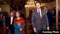 Pakistani Foreign Secretary Tehmina Janjua (L) and Afghan Deputy Foreign Minister Hekmat Khalil Karzai lead their respective delegations in two-day bilateral talks which opened in Islamabad, Pakistan, Feb. 09, 2018. (Courtesy - Pakistan Foreign Ministry).