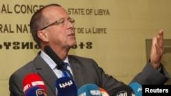 Le représentant spécial et Chef de la Mission d'appui des Nations Unies en Libye, Martin Kobler parle lors d'une conférence de nouvelles à Tripoli, 22 novembre 2015.