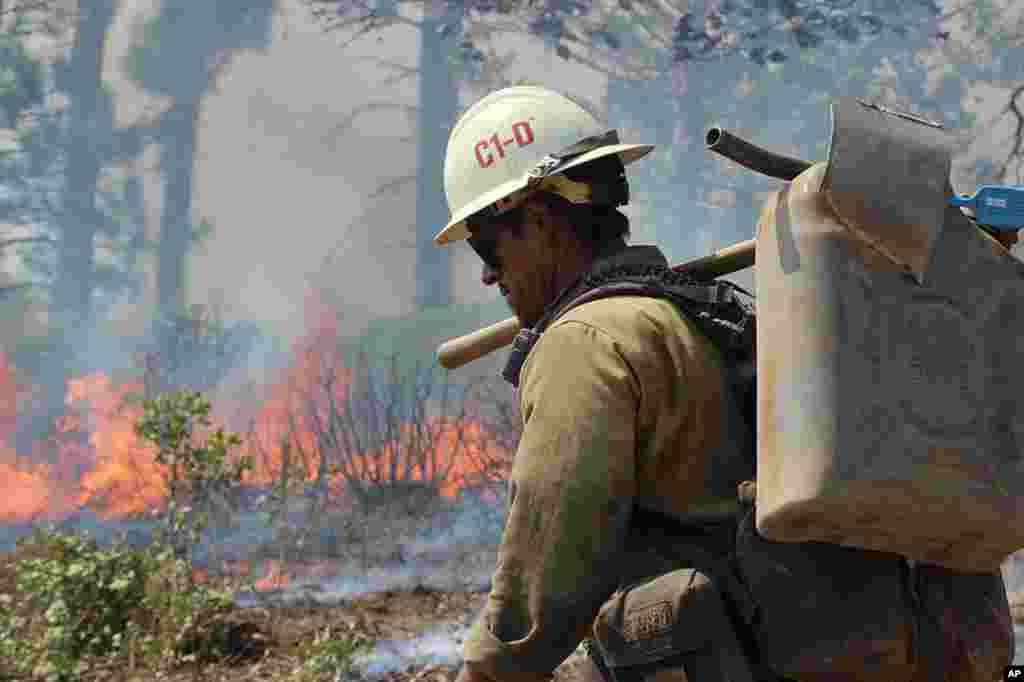 A member of the Monterey Hotshots carries a gas can near a burn operation on the southern flank of the Rim Fire near Yosemite National Park in California, August 30, 2013. (U.S. Forest Service)
