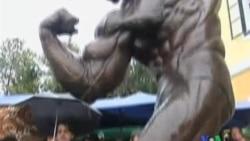 2011-10-08 粵語新聞: 阿諾舒華辛力加在故鄉奧地利為其銅像揭幕