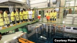 Masyarakat mengunjungi reaktor GA Siwabessy di BATAN Kawasan Nuklir Serpong (25-9). (Foto: Humas BATAN/dok)