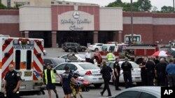 納什維爾發生戲院襲擊案現場外大批警察與緊急人員到場