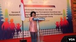 Menteri Negara Pemberdayaan Perempuan dan Perlindungan Anak, Linda Amalia Sari Gumelar dalam acara di Bali. (VOA/Muliarta)