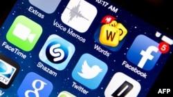 Aplikasi-aplikasi dalam iPhone 5s produksi Apple.