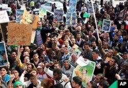 Une manifestations des partisans du gouvernement libyen
