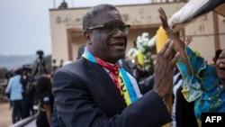 Le Nobel de la paix 2018, Denis Mukwege, s'adressant à la foule à son retour à Bukavu, le 27 décembre 2018.