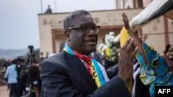 Dr Denis Mukwege, ashikiriza ijambo abanyagihugu i Bukavu, igihe yatahuka avuye Oslo. Italiki 27/12/2018.