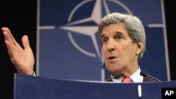 El secretario de Estado, John Kerry, dijo haber hablado desde Bruselas con el primer ministro israelí, Benjamín Netanyahu.