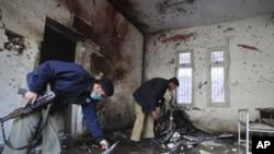 星期五遭到炸彈襲擊的白沙瓦警察局的爆炸現場