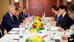 U.S. Defense Secretary Chuck Hagel (L) listens to Japanese Defense Minister Itsunori Onodera (R) at the start of their meeting, May 31, 2014, in Singapore.
