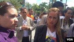Lilian Tintori, activista y esposa del político encarcelado Leopoldo López, frente a la sede de la ONU en Caracas, el martes 23 de octubre del 2018. Foto: Álvaro Algarra